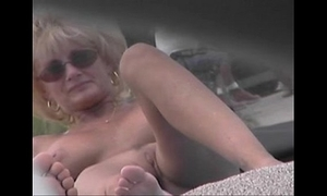 Starkers beach voyeur integument - cougar milf naked in advance nude beach
