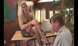Psychoanalyst footsex with a proves with foot talisman