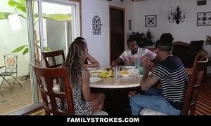 Familystrokes - spotlight dinner thing embrace fest