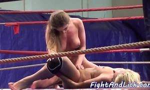 Unskilful lesbian babes scissoring on every side a boxing clamour