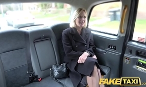 Role of taxi-cub grown up milf receives their way obese pink flaps fishy out in the open
