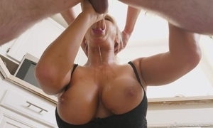 Blonde MILF awards unwitting tramp with a sloppy oral-service